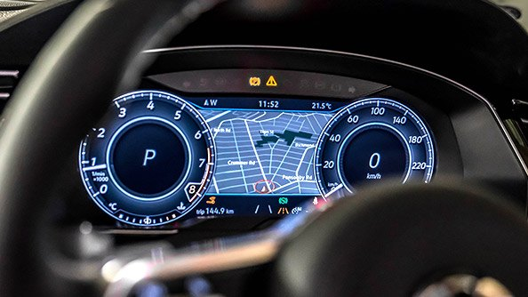 """Customise away. Taking place of the traditional instrumentation behind the steering wheel, Active Info is a digital display using a 12.3"""" screen with configurable views. Choose your view from navigation, infotainment, driver assistance, off-road and vehicle performance functions. Using the Multifunction Steering Wheel you can easily customise your display to suite your preference."""