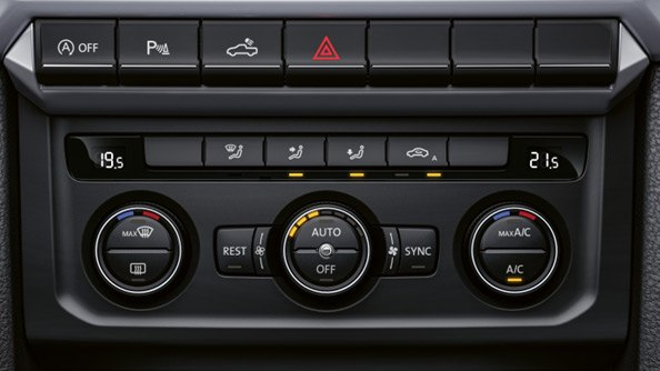 Keep a cool head. This clever feature lets you set unique temperatures for two separate zones in your Amarok V6. Depending on the intensity of the sun's rays and the outside temperature, the air conditioning add more or less cool air accordingly
