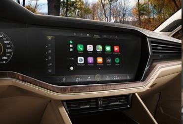 There are also apps for your Touareg. You can now connect your smartphone to the Infotainment system in the Touareg thanks to App-Connect and thus use a range of apps while driving. Volkswagen Media Control lets your passengers select the channel using their mobile devices.