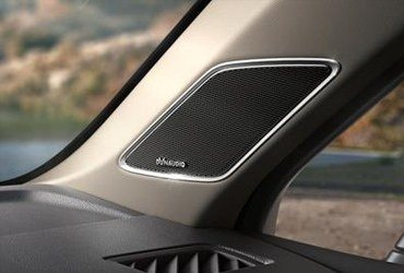 Discover the world of sound Highest sound in the Touareg. But also deep bass notes. If required, you can enjoy fantastic 7.1 Dolby-Surround surround from DYNAUDIO, with 13 loudspeakers plus sub-woofer precisely matched to the acoustics of the vehicle.