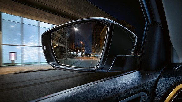 This is how your T-Roc helps you change lanes and drive out of parking spaces. As you drive, the Blind Spot Sensor with Rear Traffic Alert warns you, within the system's limits, about vehicles in your blind spot.