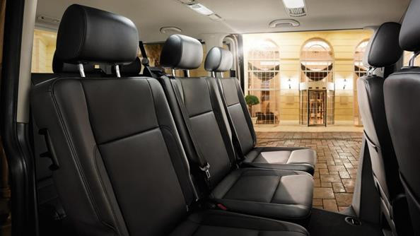 Comfort is key. Comfort is paramount in the Caravelle with its folding armrests on the driver's seat, various storage options and seat settings. Regardless of the equipment level you select, you'll find a suitable configuration for all of your shuttling tasks. Leather seats shown in image are optional.