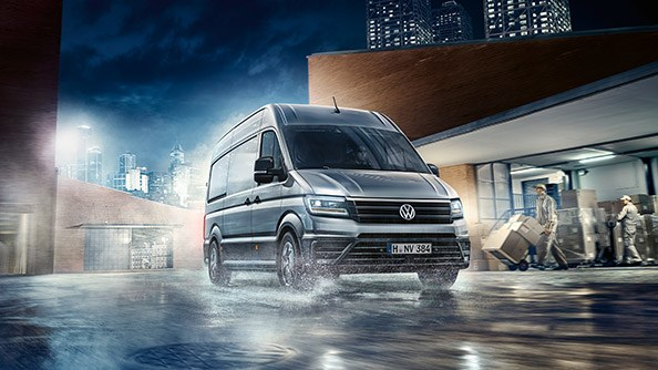 Performance built-in. The new Crafter engines meet the highest performance requirements. Even in a variety of driving situations such as inter-city delivery or consistently high mileage, efficiency and operational reliability are achieved. Additionally, it is the only vehicle in its class with an 8-speed automatic gearbox*, suitable across three different drive systems – front wheel drive, rear wheel drive and 4MOTION all-wheel drive.
