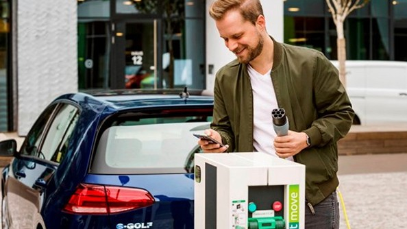 Rapid charging The Type 2/CCS (rapid charging) will provide an 80% battery charge in approx. 45 mins. Make charging current by downloading these apps to your smartphone: PlugShare and the Vector EV Charging. These apps show maps of the available charging stations.