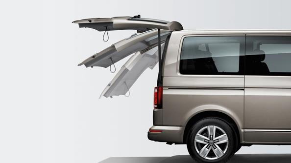 Make light work of loading. The optional electric tailgate makes life even easier: activated by either the remote control key, a button on the driver's door cladding, a short pull on the tailgate or a button on the tailgate cladding. The park assistant's sensors conveniently check whether there's enough space to open your tailgate.
