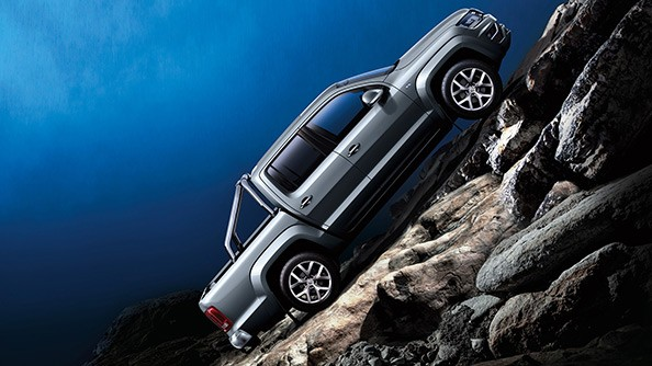 Master the hill. The Hill Start system prevents the Amarok from rolling backwards when starting on steep inclines. The Hill Descent Control system, within off-road mode, automatically brakes individual wheels to allow a safe and controlled descent down a hill, even without engine braking. Hill start / descent assist and trailer stabilisation are standard equipment across the Amarok range.