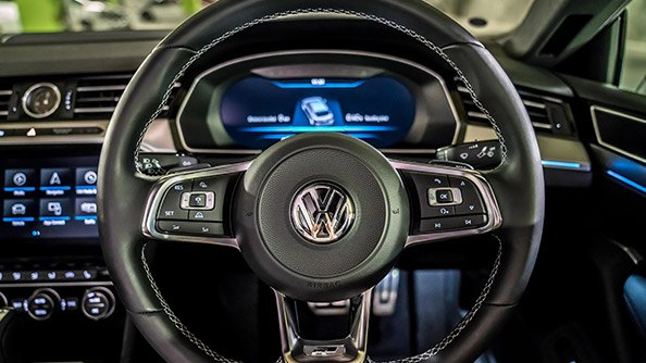 It's all there for you. The multifunction leather steering wheel lets you stay in charge of the vehicle and your information while on the move.