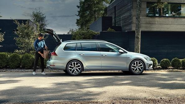 The design is bound to delight you. A glance at the dynamic, elegant design language and wealth of high-quality details of the new Golf Wagon and you will immediately realise that it is more than just a practical everyday car. It has been designed with style in mind, as is reflected in its confident appearance.