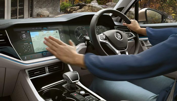Stress free Bluetooth New Touareg's phone interface means you're always reachable. At the touch of a button phone calls started outside the car can be transferred to the hands-free system via Bluetooth. With the ability to connect two phones at the same time, whether phoning home or talking business, the digital speech processer gives you crystal clarity. Plus, with the external aerial you'll get reception no matter where your journeys take you.