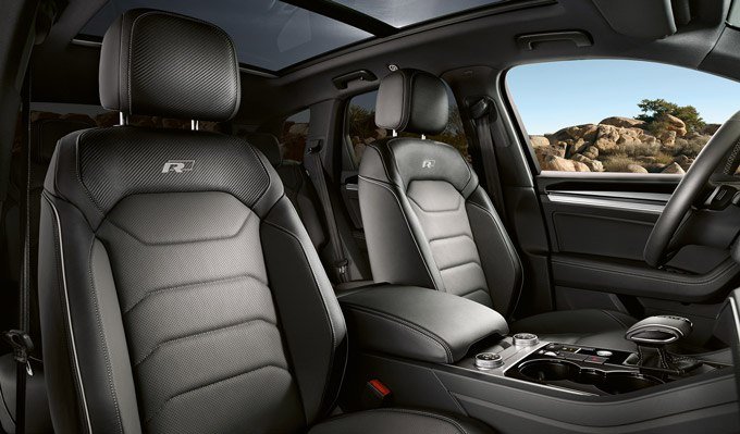 Touareg R-Line leather seats with R-Line embroidery
