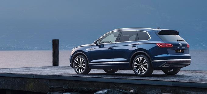 VW Touareg V8 on waterfront